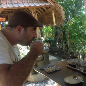 Maltese writer Antoine Cassar (Passaport Project) samples kopi luwak